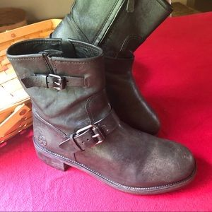 Gorgeous Tory Burch zip leather boots